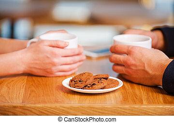 godere, closeness., primo piano, di, coppia, godere, fresco, caffè, in, caffè, insieme