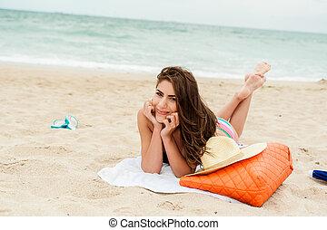 godere, il, sole, seduta, su, uno, spiaggia