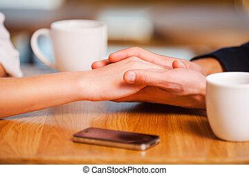 godere, loro, closeness., primo piano, di, mani titolo portafoglio coppia, mentre, godere, fresco, caffè, in, caffè, insieme