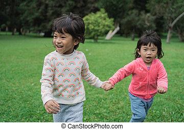 godere, poco, bambini, parco, correndo