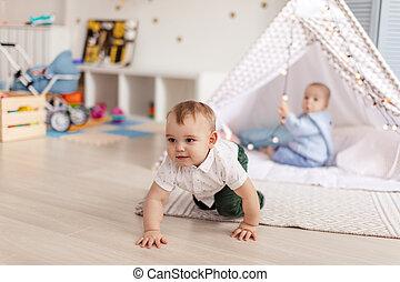 godere, semplice, coppia, soleggiato, bambini primi passi, vivaio, giochi, maschio, comodo, movimento