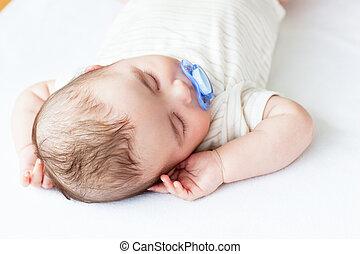 godny podziwu, portret, niemowlę, spanie, łóżko, pacyfikator