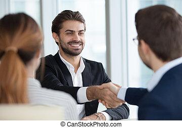 goed, managers, hr, na, werknemer, interview, mannelijke , handshaking, vrolijke