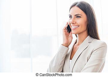 goed, talk., zakentelefoon, beweeglijk, businesswoman, jonge...
