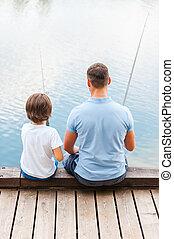 goed, zittende , vader, samen, zoon, fishing., quayside, terwijl, visserij, dag, achterk bezichtiging