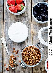 goji, noci, yogurt, fragole, granola, bacche