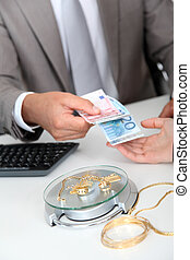 Gold against cash money