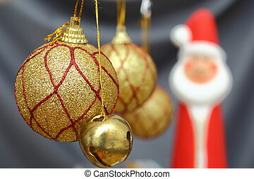 gold christmas globes