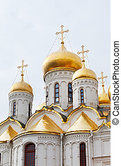 gold domes of Annunciation Cathedral in the Moscow Kremlin