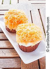Gold egg yolk thread cup cakes