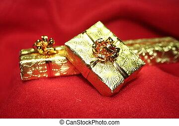 Gold presents 2