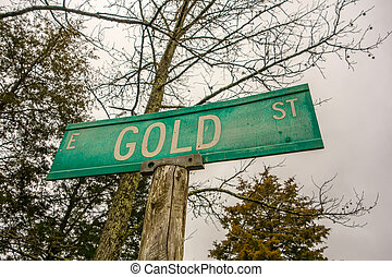 gold street green sign