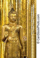 Golden Buddha Statue At Wat Jade luang, Chiang mai -...