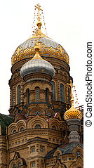 cupola on russian church - golden cupola on russian church...