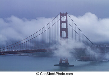 Golden Gate Bridge in San Francisco CA - Golden Gate Bridge...
