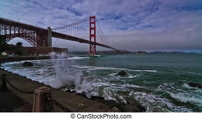 Golden Gate Bridge, Timelapse - Time lapse shot at the foot...