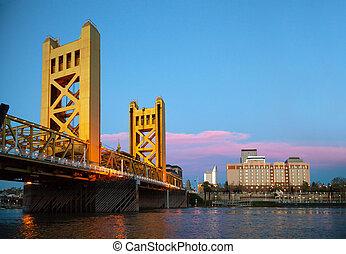 Golden Gates drawbridge in Sacramento in the night time