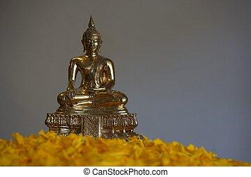 golden image of Buddha