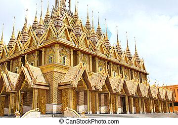 Golden pagoda at Wat Tha Sung Temple in Uthai Thani,...