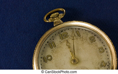 golden pocket watch 2
