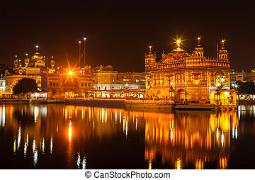 Golden Temple, Amritsar - Sikh sacred site gurdwara Sri...