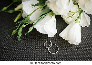 Rosa Goldenes Ringe Kissen Wedding Dekoriert Blumen Weisses