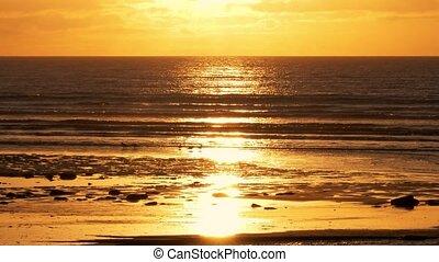 goldener sonnenuntergang, an, schottische , sandstrand, -, eingestuft, version
