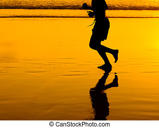 goldenes, rennender , sandstrand, silhouette, mann
