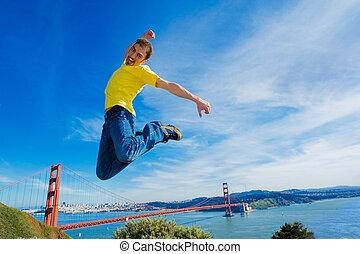 goldenes, san, junger, luft, hoch, springt, kalifornien, mann, francisco, tor, nächste, brücke, glücklich