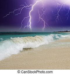 golf, op het strand, met, storm, in, de, achtergrond