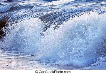 golf, stormachtige oceaan