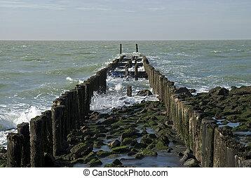 golfbreker, het strand van het noorden, zee