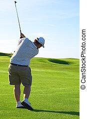 golfer, på, den, fairway
