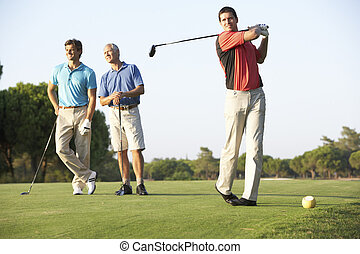 golfers, gruppo, corso, teeing via, maschio, golf