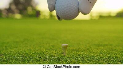 golfeur, course., golf, placer, closeup., tee balle