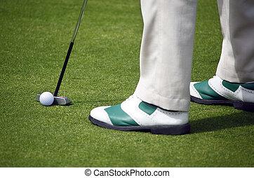 golfista, poniendo