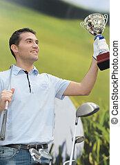 golfista, tenencia, un, premio, trofeo, después, ganando, un, competición