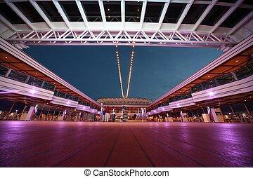 Notte illuminato ponte ristorante crociera interno for Costa deliziosa ponti