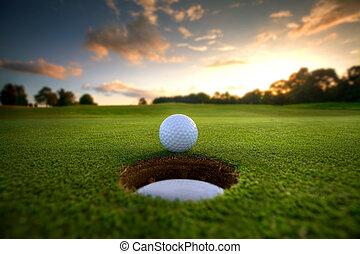 golfowa piłka, blisko, otwór