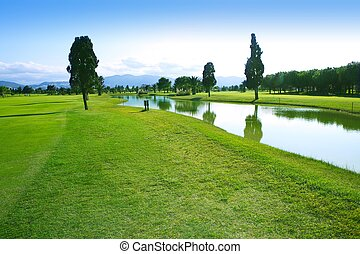 golfowy bieg, zielona trawa, pole, jeziorowe odbicie
