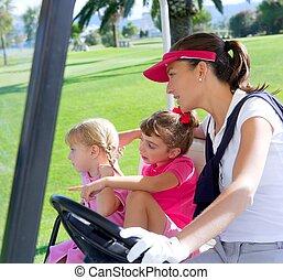 golfplatz, familie, mutter, und, töchter, in, kinderwagen