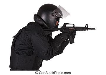 golpe fuerte, oficial, en, uniforme negro
