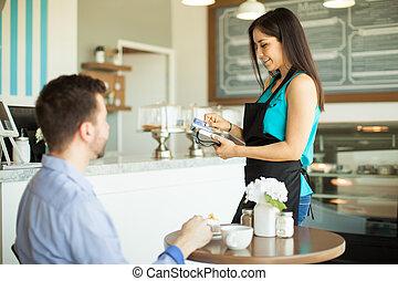 golpeando, credito, camarera, tarjeta