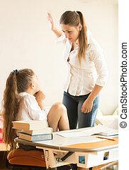 golpear, intimidado, enojado, hija, madre