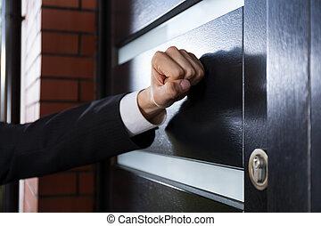 golpeteo, puerta, mano