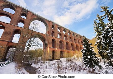 Goltzsch valley bridge in winter