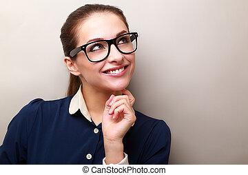 gondolkodó, ügy woman, alatt, szemüveg, külső külső