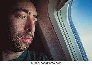 gondolkodó, ablak, feláll, látszó, kívül, át, becsuk, repülőgép, ember