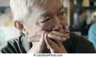 gondolkodó, idősebb ember, pasas, asian arc