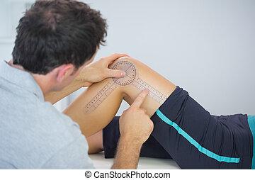 goniometer, измерение, колено, физиотерапевт